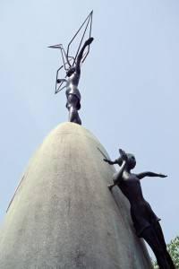 Monumento a Sadako y sus grullas en el Parque de la Paz, Hiroshima