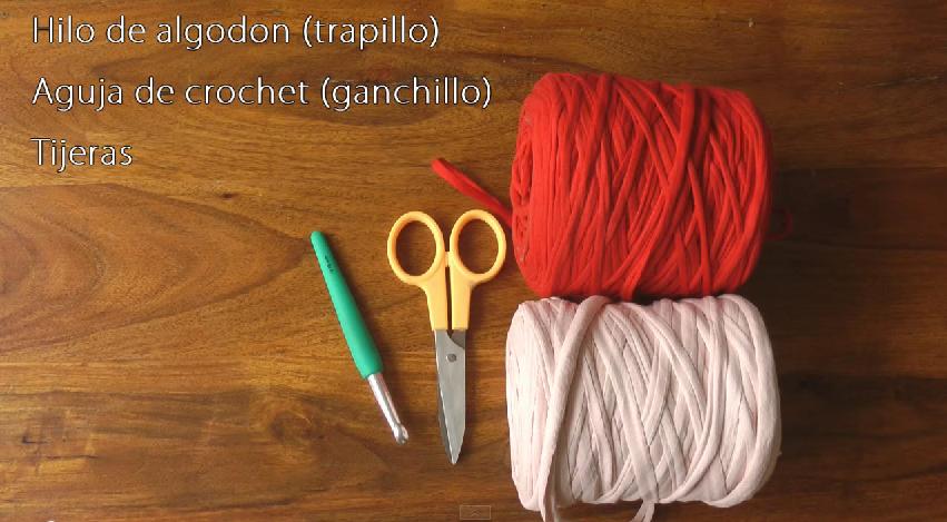 Cómo hacer bolsos y carteras de trapillo tejidos a crochet - Innatia.com