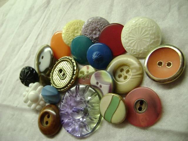 Como hacer pulsera con botones pulsera de botones f cil - Manualidades de botones ...