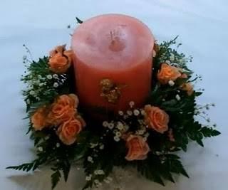 arreglo floral con vela centro de mesa