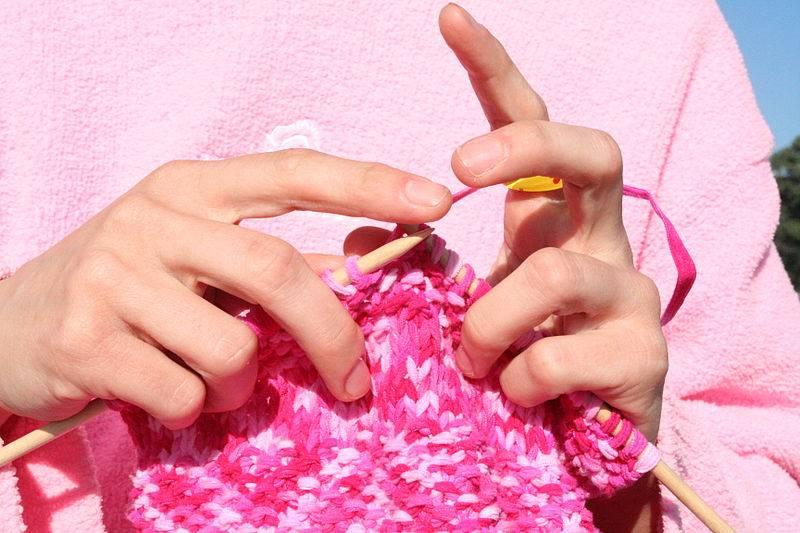 Knitting Club Meme : Cómo cerrar los puntos de un tejido lana a dos agujas
