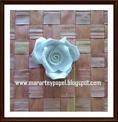 Hacer rosas de papel