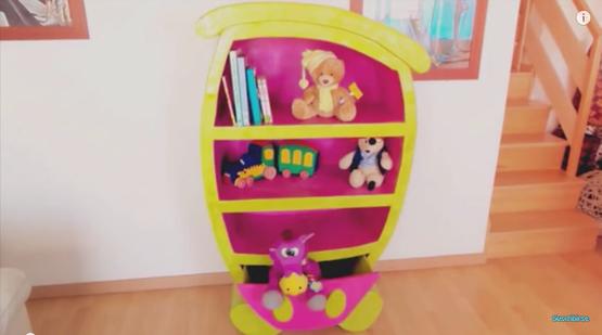 mueble de cartón para guardar los juguetes en el cuarto de los