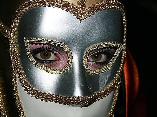Las máscaras para la persona de las anguillas de los granos