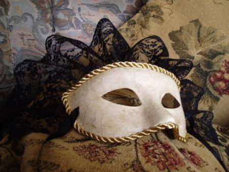 Las revocaciones sobre negro a la máscara para la persona de eyvon