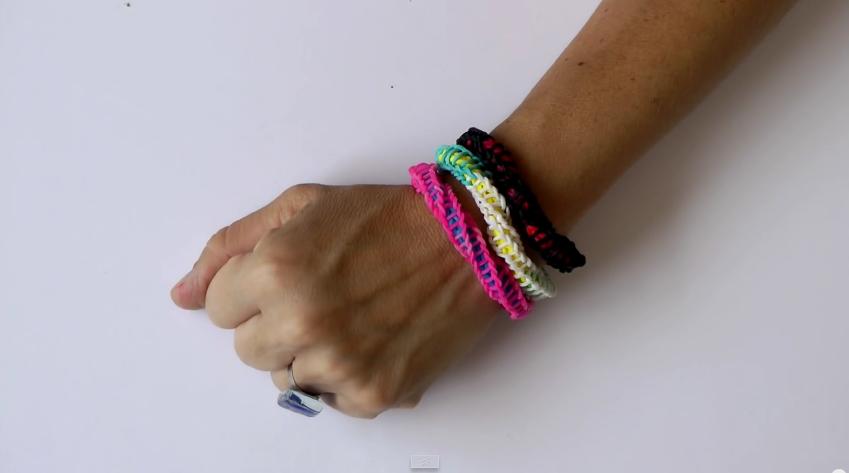 0a472d276730 Cómo hacer pulseras de gomitas sin telar paso a paso - Innatia.com