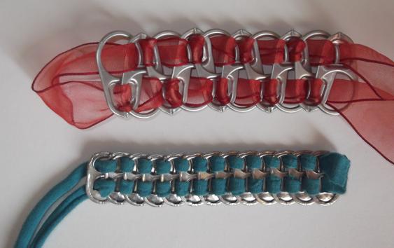 c0fddaa50f99 2 ideas para hacer pulseras con reciclaje de cartón y anillas de ...